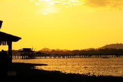 Ηλιοβασίλεμα γεφυρών του U Bein, το Μιανμάρ Στοκ εικόνα με δικαίωμα ελεύθερης χρήσης