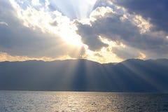 Ηλιοβασίλεμα επάνω από τη λίμνη Erhai, Δάλι, επαρχία Yunnan Στοκ Φωτογραφία