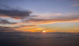 Ηλιοβασίλεμα επάνω από τον ουρανό Στοκ Εικόνα