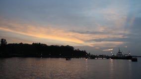 Ηλιοβασίλεμα επάνω από το χρονικό σφάλμα θάλασσας απόθεμα βίντεο