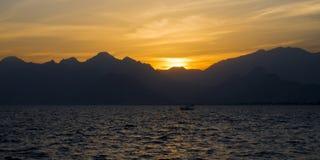 Ηλιοβασίλεμα θάλασσας Medterranean, καταπληκτικό ηλιοβασίλεμα σε Antalya Στοκ Εικόνες