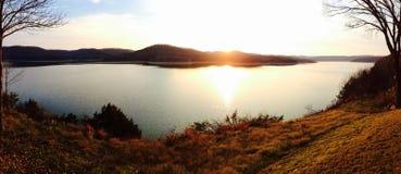 Ηλιοβασίλεμα λιμνών επιτραπέζιου βράχου Στοκ Φωτογραφίες
