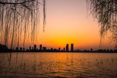 Ηλιοβασίλεμα λιμνών Xuanwu Στοκ Εικόνα