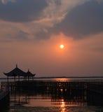 Ηλιοβασίλεμα λιμνών Yangcheng Στοκ Εικόνες