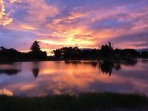 Ηλιοβασίλεμα και αντανάκλαση νερού Στοκ Φωτογραφία