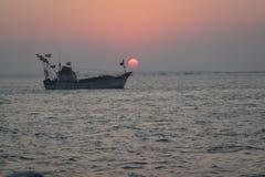 Ηλιοβασίλεμα και βάρκα Στοκ Εικόνα