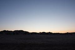 Ηλιοβασίλεμα και η αύξηση του φεγγαριού Στοκ Φωτογραφία