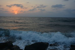 Ηλιοβασίλεμα και κύματα στη Ερυθρά Θάλασσα Jeddah Στοκ Φωτογραφίες