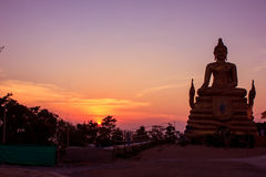 Ηλιοβασίλεμα και ο μεγάλος Βούδας Στοκ Φωτογραφία