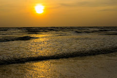 Ηλιοβασίλεμα και παραλία στοκ εικόνα με δικαίωμα ελεύθερης χρήσης