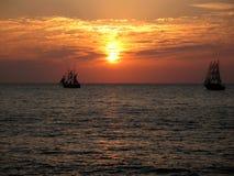 Ηλιοβασίλεμα και σκάφη Στοκ φωτογραφία με δικαίωμα ελεύθερης χρήσης