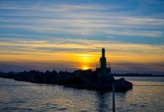 Ηλιοβασίλεμα και σπίτι αστραπής Στοκ φωτογραφία με δικαίωμα ελεύθερης χρήσης