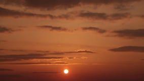 Ηλιοβασίλεμα και σύννεφα απόθεμα βίντεο