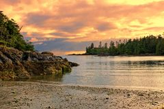 Ηλιοβασίλεμα κατά μήκος της ακτής, Νησί Βανκούβερ, Π.Χ., Καναδάς Στοκ Εικόνες