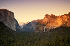 Ηλιοβασίλεμα κοιλάδων Yosemite Στοκ Εικόνες