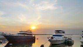 Ηλιοβασίλεμα κόλπων της Μανίλα στοκ εικόνες