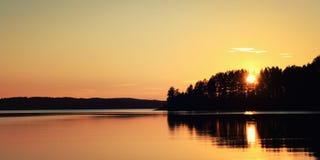 Ηλιοβασίλεμα Λίμνη Kenozero Ευρεία φωτογραφία ο αρκτικός Βορράς ρωσικά φύσης του Lapland Στοκ φωτογραφίες με δικαίωμα ελεύθερης χρήσης