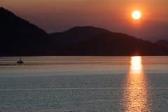 Ηλιοβασίλεμα μέσα στη μετάβαση Στοκ εικόνες με δικαίωμα ελεύθερης χρήσης