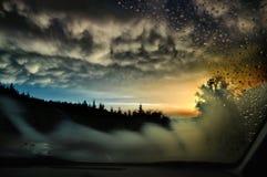 Ηλιοβασίλεμα μέσω του αλεξήνεμου Στοκ εικόνες με δικαίωμα ελεύθερης χρήσης
