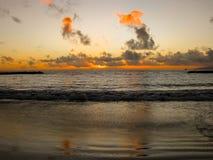 Ηλιοβασίλεμα με τα σύννεφα από τον ωκεανό Στοκ φωτογραφίες με δικαίωμα ελεύθερης χρήσης