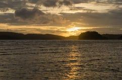 Ηλιοβασίλεμα με την παραλία και τη θάλασσα Στοκ Εικόνες