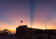 Ηλιοβασίλεμα με τις ακτίνες και τις ακτίνες Στοκ φωτογραφία με δικαίωμα ελεύθερης χρήσης