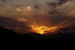 Ηλιοβασίλεμα με τις ακτίνες Στοκ εικόνες με δικαίωμα ελεύθερης χρήσης