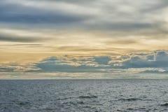 Ηλιοβασίλεμα με τον ουρανό σύννεφων Στοκ εικόνα με δικαίωμα ελεύθερης χρήσης