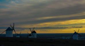 Ηλιοβασίλεμα με τους μύλους Στοκ φωτογραφία με δικαίωμα ελεύθερης χρήσης