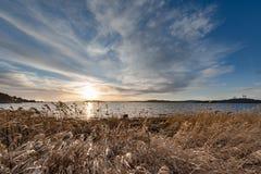 Ηλιοβασίλεμα με το νεφελώδες μπλε στοκ εικόνα