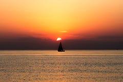 Ηλιοβασίλεμα μποτών ναυσιπλοΐας Στοκ φωτογραφίες με δικαίωμα ελεύθερης χρήσης