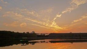Ηλιοβασίλεμα - οι αρχαίοι τοίχοι και η βάρκα πόλεων Στοκ εικόνες με δικαίωμα ελεύθερης χρήσης