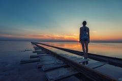 Ηλιοβασίλεμα ομορφιάς στην αλμυρή λίμνη Στοκ εικόνα με δικαίωμα ελεύθερης χρήσης