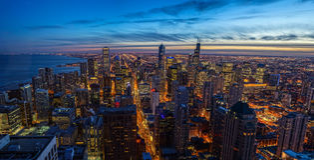 Ηλιοβασίλεμα οριζόντων του Σικάγου με τη λίμνη Μίτσιγκαν Στοκ φωτογραφία με δικαίωμα ελεύθερης χρήσης