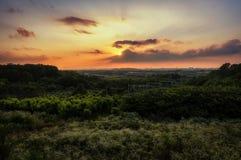 Ηλιοβασίλεμα πέρα από μια μικρή κορεατική πόλη Στοκ εικόνες με δικαίωμα ελεύθερης χρήσης