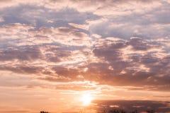 Ηλιοβασίλεμα πέρα από την ήρεμη πόλη Στοκ Φωτογραφία