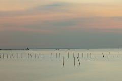 Ηλιοβασίλεμα πέρα από την ακτή Στοκ φωτογραφίες με δικαίωμα ελεύθερης χρήσης