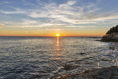Ηλιοβασίλεμα πέρα από την αδριατική θάλασσα στην Κροατία στοκ εικόνα με δικαίωμα ελεύθερης χρήσης