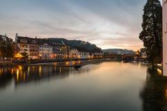 Ηλιοβασίλεμα πέρα από την προκυμαία, Λουκέρνη, Ελβετία Στοκ Φωτογραφίες