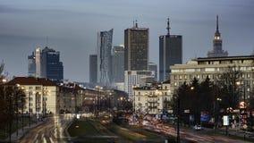 Ηλιοβασίλεμα πέρα από την πόλη της Βαρσοβίας απόθεμα βίντεο