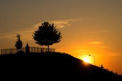 Ηλιοβασίλεμα πέρα από την πόλη, υπόβαθρο φύσης Στοκ φωτογραφία με δικαίωμα ελεύθερης χρήσης