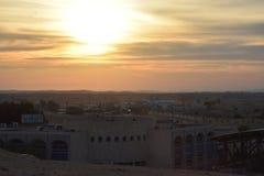 Ηλιοβασίλεμα πέρα από την τακτοποίηση του BA Negev, Ισραήλ Arara Στοκ Εικόνες