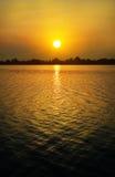 Ηλιοβασίλεμα πέρα από τη λίμνη Στοκ φωτογραφίες με δικαίωμα ελεύθερης χρήσης