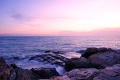 Ηλιοβασίλεμα πέρα από τη λίμνη Στοκ φωτογραφία με δικαίωμα ελεύθερης χρήσης