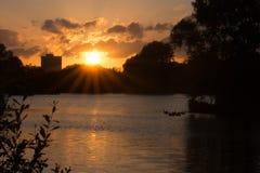 Ηλιοβασίλεμα πέρα από τη λίμνη Bardag Στοκ Εικόνες