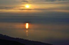 Ηλιοβασίλεμα πέρα από τη λίμνη Kinneret, Ισραήλ Στοκ φωτογραφία με δικαίωμα ελεύθερης χρήσης