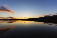 Ηλιοβασίλεμα πέρα από τη λίμνη Morlich Στοκ Εικόνα