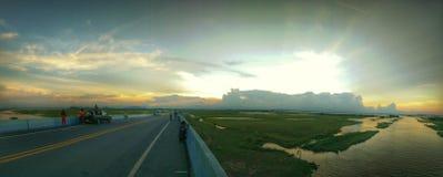 Ηλιοβασίλεμα πέρα από τη λίμνη Songkhla Στοκ Εικόνα
