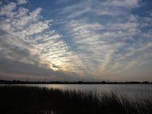Ηλιοβασίλεμα πέρα από τη λίμνη Ushiku τον πρώιμο χειμώνα Στοκ εικόνα με δικαίωμα ελεύθερης χρήσης