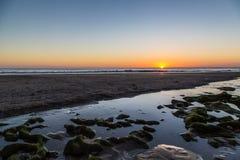 Ηλιοβασίλεμα πέρα από τη θάλασσα σε Playa Santana, Νικαράγουα Στοκ Φωτογραφίες